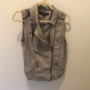 Women's taupe/gray vest